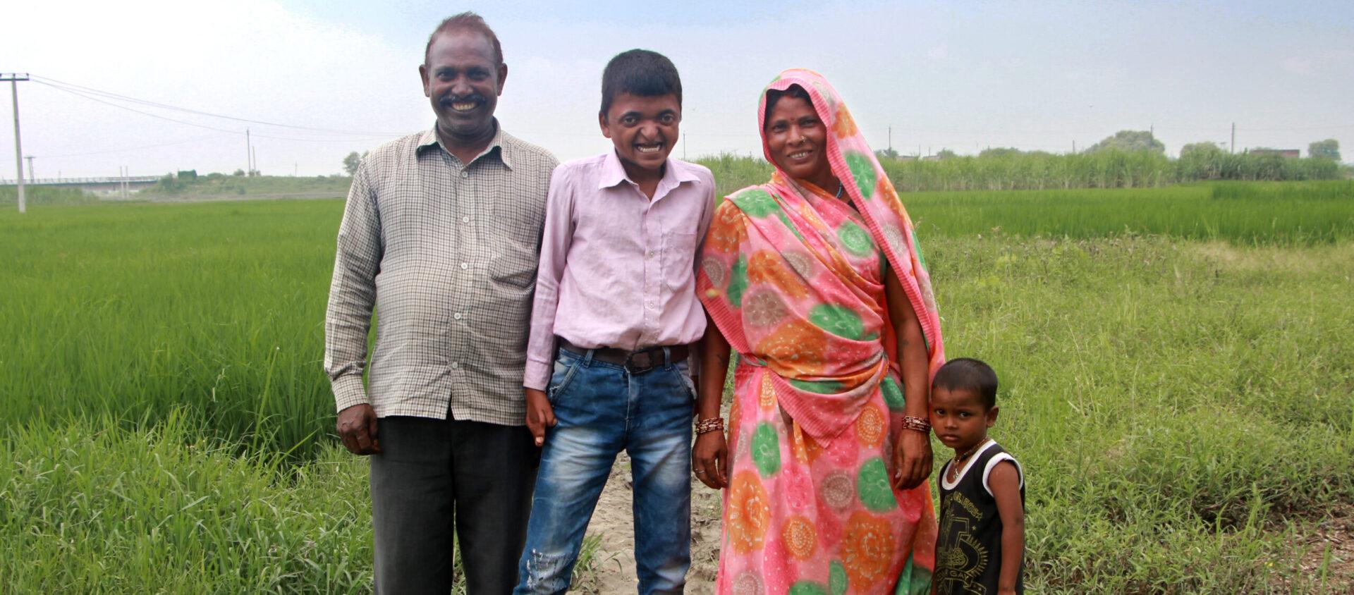Sandeep med sin mamma, pappa och lillebror